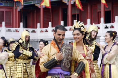 Akshay Kumar (L-r) AKSHAY KUMAR as Sidhu and DEEPIKA PADUKONE as Sakhi in the action comedy 'Chandni Chowk to China,' a Warner Bros. Pictures release. Photo by Sheena Sippy
