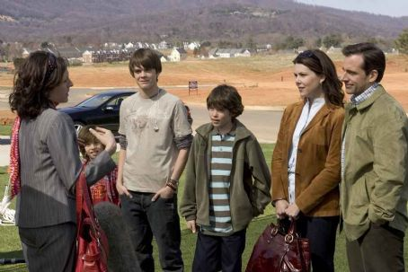 Graham Phillips Jimmy Bennett as Ryan, Johnny Simmons as Dylan,  as Jordan, Lauren Graham as Joan and Steve Carell as Evan in Evan Almighty - 2007