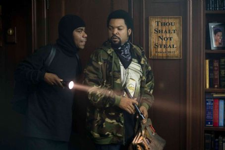 Tracy Morgan  (left) and Ice Cube star in Screen Gems' comedy FIRST SUNDAY. Photo Credit: Tracy Bennett. © 2007 Screen Gems, Inc. All Rights Reserved.