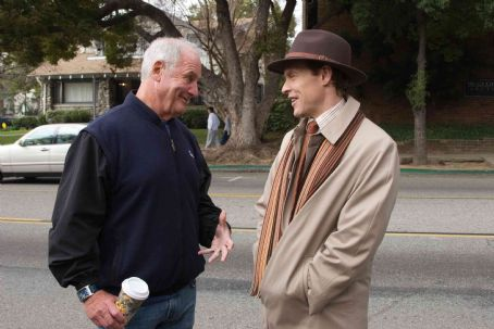"""Jerry Weintraub Producer JERRY WEINTRAUB with TATE DONOVAN as Carson Drew on the set of Warner Bros. Pictures' and Virtual Studios' family mystery adventure """"Nancy Drew,"""" distributed by Warner Bros. Pictures. Photo by Melinda Sue Gordon"""