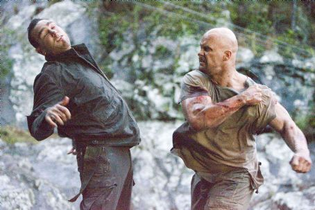 Vinnie Jones McStarley () and Conrad (Steve Austin) in THE CONDEMNED. Photo credit: Vince Valitutti