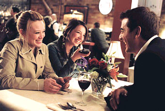 Vanessa Lengies Holly (Hilary Duff), Amy Pearl () and Ben - the perfect man (Chris Noth).