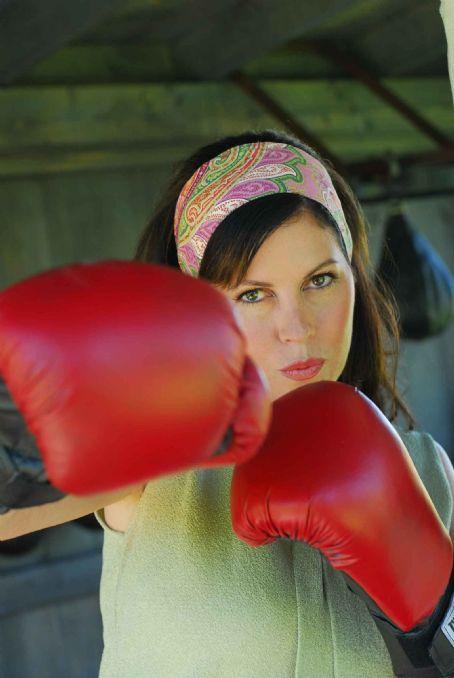 Lisa Guerrero  as Roxie Plumm.