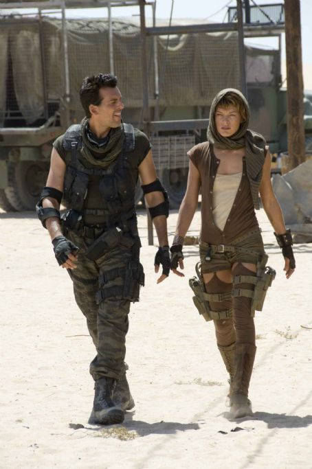 Carlos Olivera Oded Fehr (left) and Milla Jovovich star in Screen Gems' action/horror film RESIDENT EVIL: EXTINCTION. Photo by: Van Redin