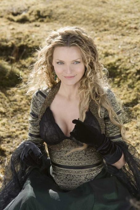 "Lamia MICHELLE PFEIFFER plays the evil witch  in ""Stardust."" Paramount Pictures Presents In Association with MARV Films A Matthew Vaughn / Lorenzo di Bonaventura Production, A Matthew Vaughn Film ""Stardust"" starring Claire Danes, Ch"