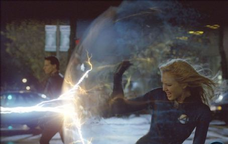 Sue Storm Jessica Alba in Tim Story's Fantastic Four distributed by 20th Century Fox - 2005