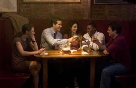 Liane Balaban , Ryan Reynolds, Annie Parisse, Derek Luke and Adam Ferrara in the scene of Definitely, Maybe.