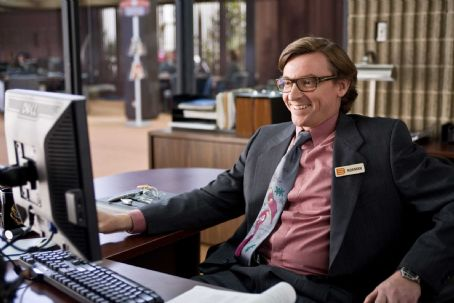 "Rhys Darby RHYS DARBY as Norman in Warner Bros. Pictures' and Village Roadshow's comedy ""Yes Man."" The film stars Jim Carrey and is distributed by Warner Bros. Pictures. Photo by Melissa Moseley"