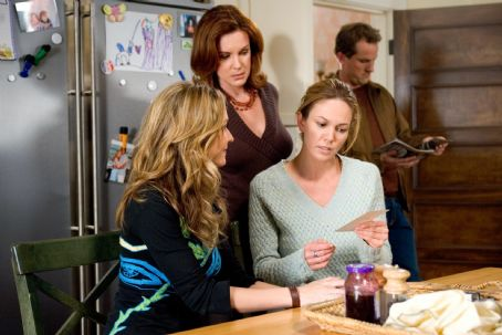 "Elizabeth Perkins (L-r) ALI HILLIS, ELIZABETH PERKINS and DIANE LANE in Warner Bros. Pictures' romantic comedy ""Must Love Dogs,"" also starring John Cusack."