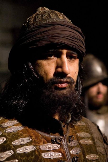 "Cliff Curtis CLIFF CURTIS portrays Captain Ariel in Warner Bros. Pictures' and Regency Enterprises' sci-fi fantasy ""The Fountain."" Photo by Takashi Seida"