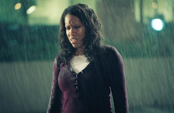 Regina King  star as Lisa Whitfield in drama family This Christmas.