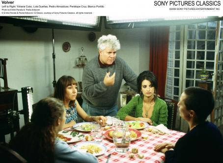 Yohana Cobo Left to Right: , Lola Duenas, Pedro Almodovar, Penelope Cruz, Blanca Portillo. Photo by Emilio Pereda and Paola Ardizzoni © Emilio Pereda and Paola Ardizzoni / El Deseo, courtesy of Sony Pictures Classics, all rights reserved