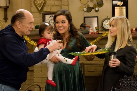 Katy Mixon (L-r) ROBERT DUVALL as Howard, KATY MIXON as Susan and REESE WITHERSPOON as Kate in New Line Cinema's romantic comedy, 'Four Christmases,' also starring VINCE VAUGHN. The film is distributed by Warner Bros. Pictures. Photo: John P. Johnson