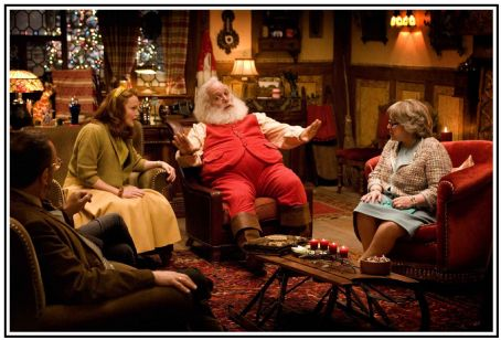 "Allan Corduner (L-r) ALLAN CORDUNER as Dr. Goldfarb, MIRANDA RICHARDSON as Annette Claus, PAUL GIAMATTI as Nick ""Santa"" Claus and KATHY BATES as Mother Claus in Warner Bros. Pictures' holiday comedy ""Fred Claus,"" distributed by Warner Bros."