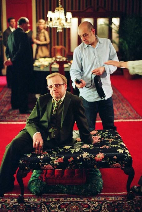 Toby Jones  with director of photography Bruno Delbonnel on the set of director Douglas McGrath's Infamous, a Warner Independent Pictures release.