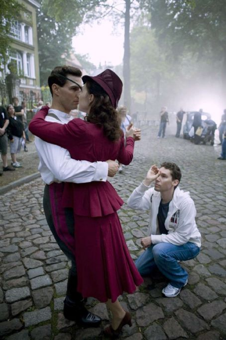 Bryan Singer Director/Producer BRYAN SINGER directs TOM CRUISE and CARICE VAN HOUTEN on the set of the suspense thriller VALKYRIE. VAALKYRIE opens in theatres nationwide on December 25, 2008. © 2008 United Artists Production Finance, LLC. All rights reserved.