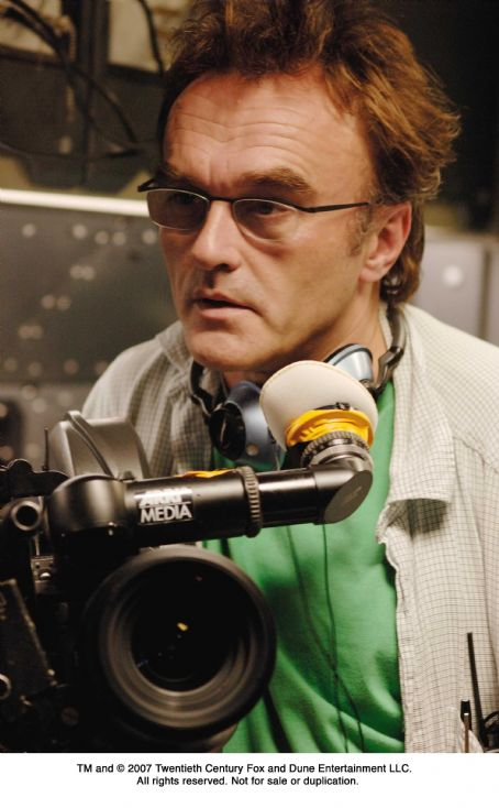 Danny Boyle Director  on the set of SUNSHINE. Photo Credit: Alex Bailey