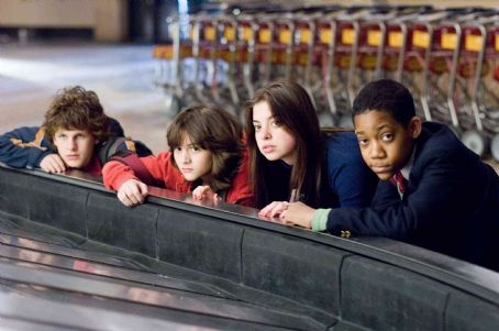 "Gia Mantegna From left to right: Spencer (DYLLAN CHRISTOPHER), Donna (QUINN SHEPHARD), Grace (GINA MANTEGNA) and Charlie (TYLER JAMES WILLIAMS) in Warner Bros. Pictures' and Village Roadshow Pictures' comedy ""Unaccompanied Minors,"" distributed"