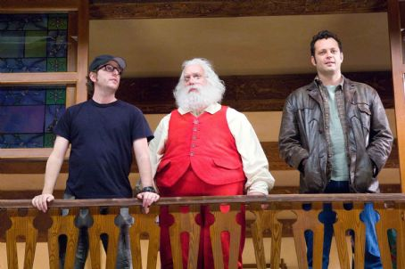 "David Dobkin (L-r) Director DAVID DOBKIN, PAUL GIAMATTI as Nick ""Santa"" Claus and VINCE VAUGHN as Fred Claus on the set of Warner Bros. Pictures' holiday comedy ""Fred Claus,"" distributed by Warner Bros. Pictures. Photo by Jaap Buitendijk"