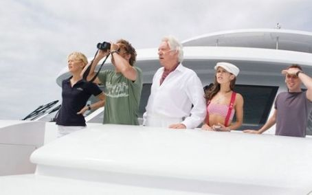 "Gemma Honeycutt (L-r) KATE HUDSON as Tess Finnegan, MATTHEW McCONAUGHEY as Ben ""Finn"" Finnegan, DONALD SUTHERLAND as Nigel Honeycutt, ALEXIS DZIENA as Gemma and EWEN BREMNER as Alfonz in Warner Bros. Pictures' romantic comedy adventure ""Fool&#8217"