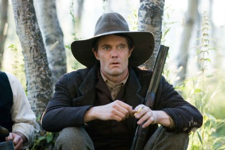 "Garret Dillahunt GARRET DILLAHUNT as Ed Miller in Warner Bros. Pictures' and Virtual Studios' drama ""The Assassination of Jesse James by the Coward Robert Ford,"" distributed by Warner Bros. Pictures. The film stars Brad Pitt. Photo by Kimberley Fre"