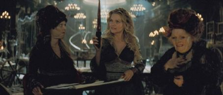 Lamia (center) Michelle Pfeiffer as  in drama fantasy Stardust