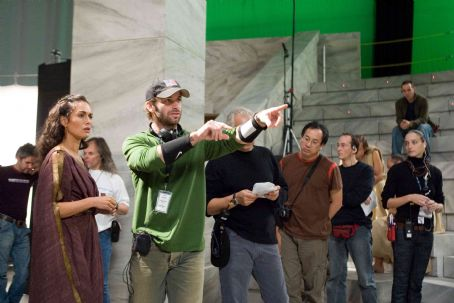 "Zack Snyder Director ZACK SNYDER (center) blocks a scene with LENA HEADEY who portrays Gorgo, during filming of Warner Bros. Pictures', Legendary Pictures' and Virtual Studios' action drama ""300,"" distributed by Warner Bros. Pictures. Ph"