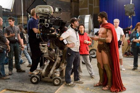 "Zack Snyder Director ZACK SNYDER (center) and GERARD BUTLER who portrays Leonidas, discuss a scene on the set of Warner Bros. Pictures', Legendary Pictures' and Virtual Studios' action drama ""300,"" distributed by Warner Bros. Pictures."