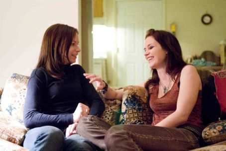 Mary Lynn Rajskub (Left to right.)  and Emily Blunt star in Overture Films' Sunshine Cleaning. © 2009 Big Beach, LLC. All Rights Reserved. Distributed by Overture Films. Photo Credit: Lacey Terrell