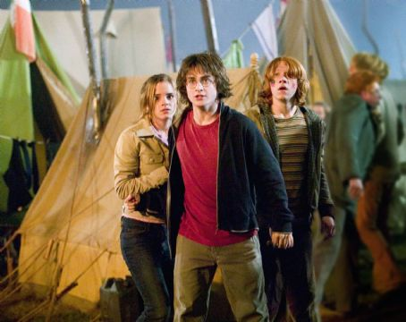 Hermione Granger (L - r)Emma Watson as , Daniel Radcliffe as Harry Potter and Rupert Grint as Ron Weasley in Warner Bros. Pictures' Harry Potter and the Goblet of Fire - 2005