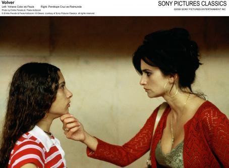 Yohana Cobo Left: ; Right: Penelope Cruz; Photo by: Paola Ardizzoni y Emilio Pereda. © Emilio Pereda and Paola Ardizzoni / El Deseo, courtesy of Sony Pictures Classics, all rights reserved