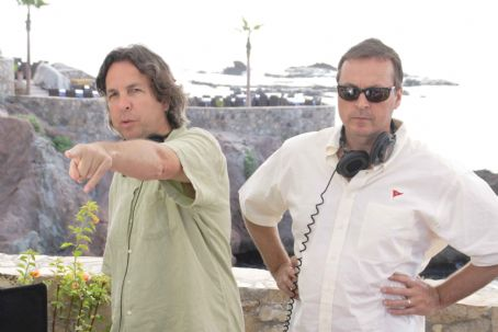 "Peter Farrelly The directing and writing team of Bobby Farrelly (left) &  (right) on the set of ""The Heartbreak Kid."" Credit: Zade Rosenthal. TM & Copyright ©2007 by DreamWorks LLC.  All rights reserved."