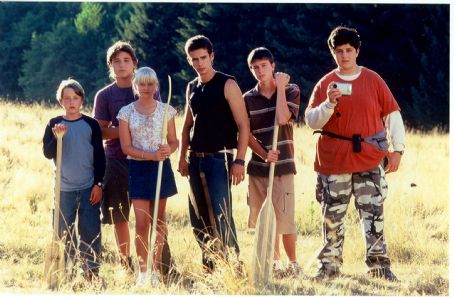 Rory Culkin The cast of MEAN CREEK (From Left - , Trevor Morgan, Carly Schroeder, Scott Mechlowicz, Ryan Kelley, Josh Peck)
