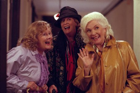 Shirley Knight , Maggie Smith and Fionnula Flanagan in Divine Secrets of the Ya Ya Sisterhood - 2002