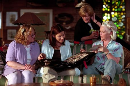 Shirley Knight , Sandra Bullock, Maggie Smith and Fionnula Flanagan in Divine Secrets of the Ya Ya Sisterhood - 2002