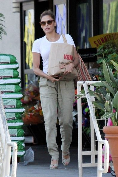 Eva Mendes: runs to the supermarket for some essentials in Los Angeles