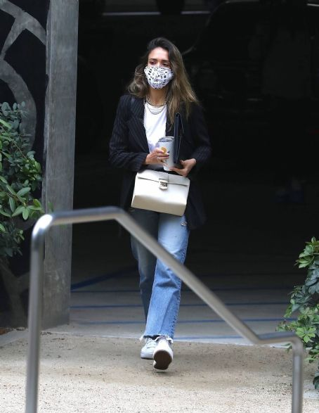Jessica Alba – In denim arrives at her office in Los Angeles
