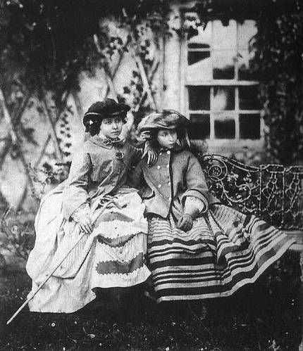 Victoria Alice (right) and her sister  in the 1850s