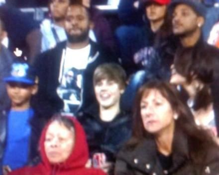 Justin Bieber and Selena Gomez Justin Bieber, Jaden Smith and Selena Gomez watching football game